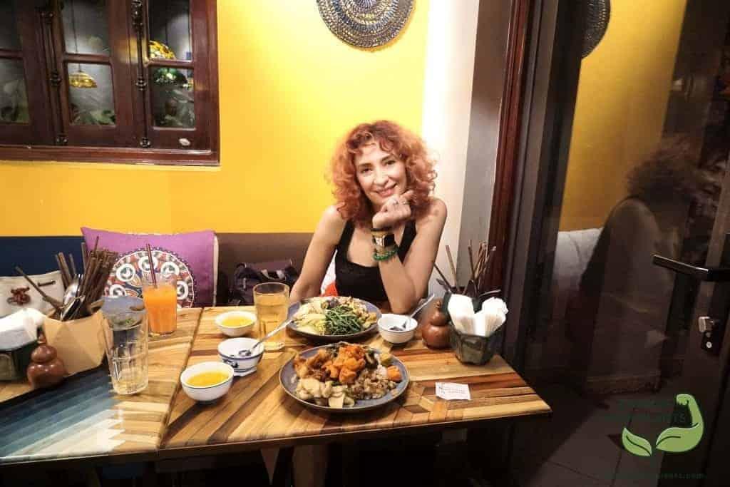 Ha Noi Vietnam: Having Meal at the Veggie Castle